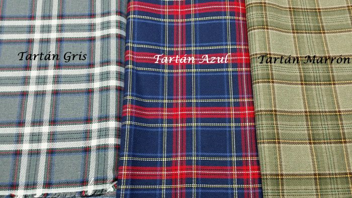 Tejido estampado escocés o tartán, de base gris, azul o marrón.